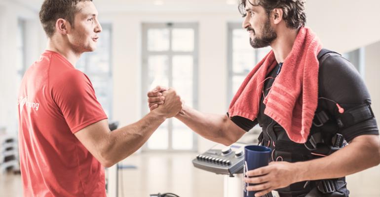 Kunde und Trainier werden gemeinsam fit. Das Teamgefühl, was dabei entsteht, ist großartig.