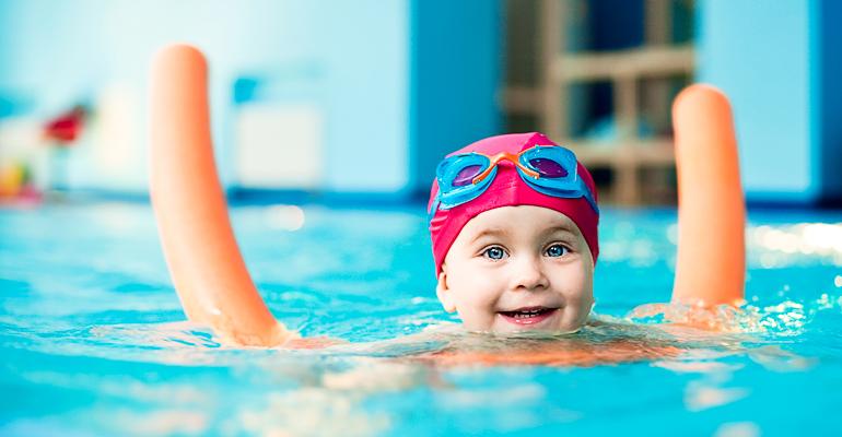 Kinder erlernen das Schwimmen spielend und sicher mit unseren Trainern.